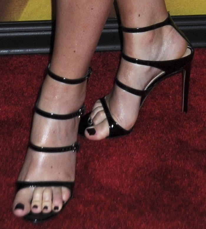 Amy Schumer's sexy toes in Gianvito Rossi sandals