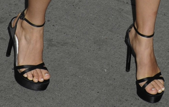 AnnaSophia Robb's sexy toes in Stuart Weitzman sandals