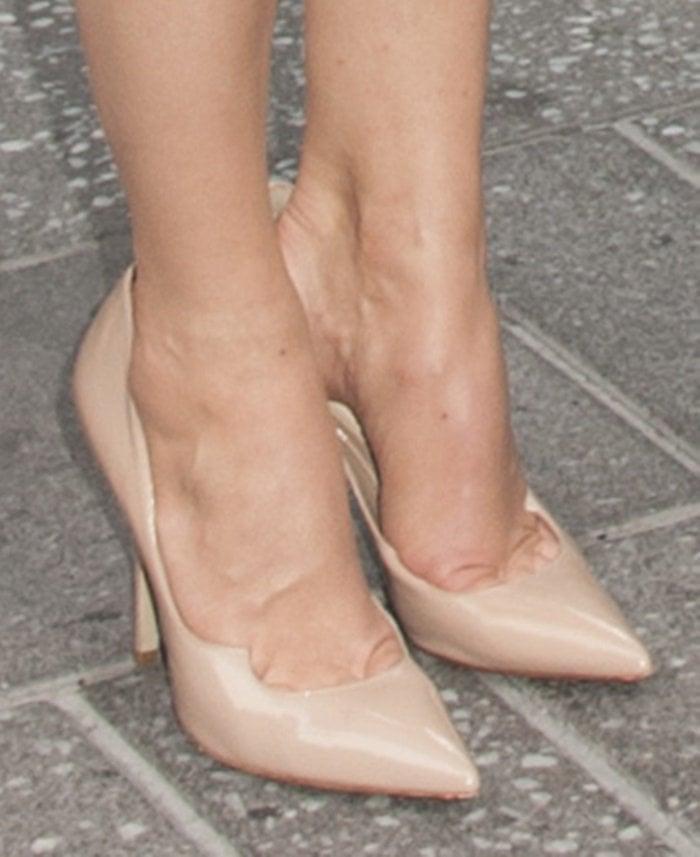 Michelle Monaghan's hot feet in nudeZenadiapumps