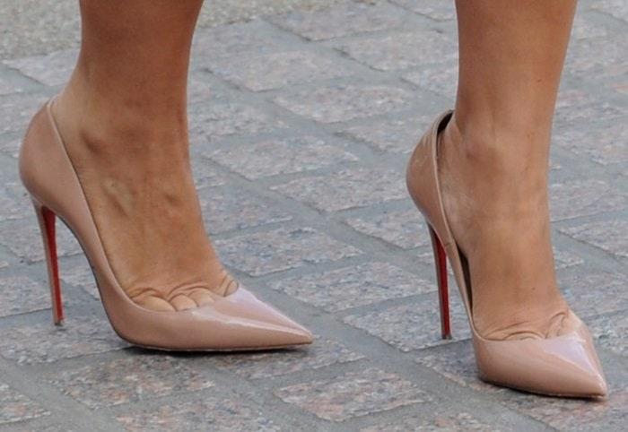 Myleene Klass shows off her sexy feet in nude stilettos