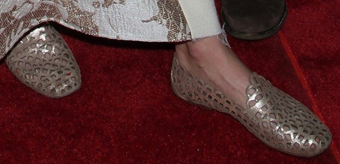 Alice Eve wears a pair of gold flats to a red carpet movie premiere