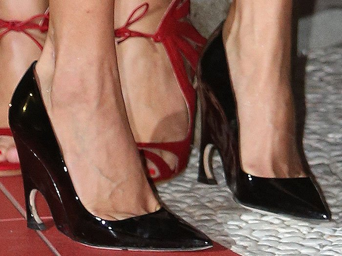 Amal Clooney shows off her feet in black patent wedge pumps from the Esprit Dior Tokyo 2015 collection