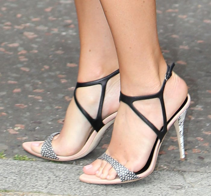 Amy Schumer shows off her feet in Narciso Rodriguez sandals