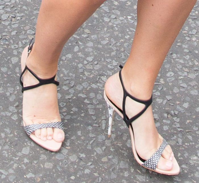 Amy Schumer'sblack-and-white dotted snakeskin shoes