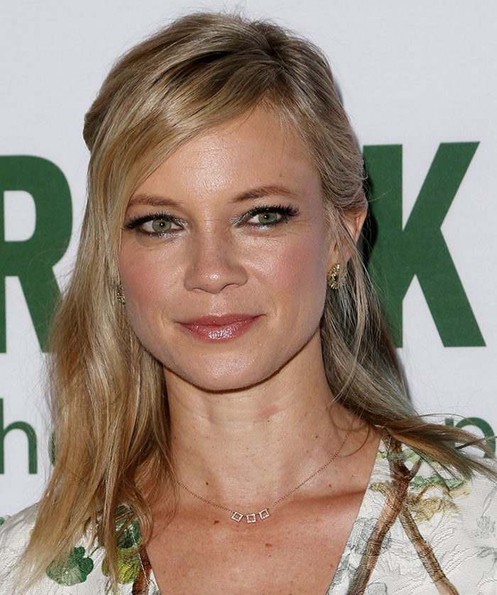 Amy Smart wore dramatic makeup with shimmering eyeshadow and glossy lipstick