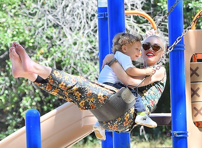 Barefooted-Gwen-Stefani-on-a-swing-with-Apollo-1