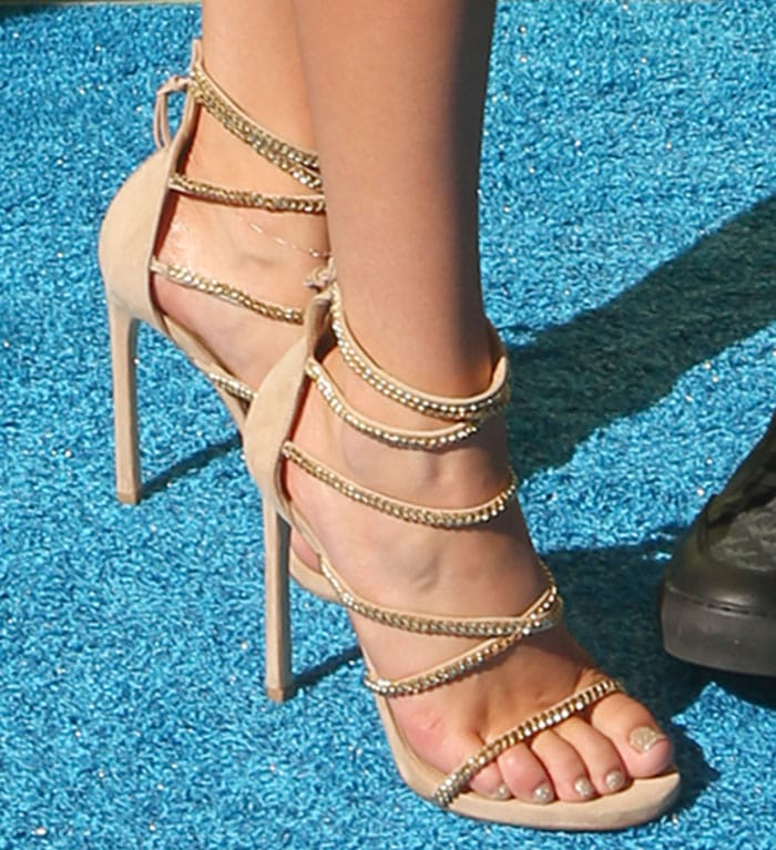 d93b1437240 Bella Thorne Wears Two Sexy Mini Dresses and Heels