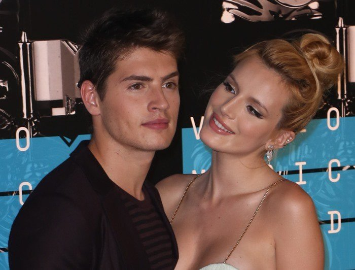 Gregg Sulkin joined his girlfriend Bella Thorne at the 2015 MTV Video Music Awards