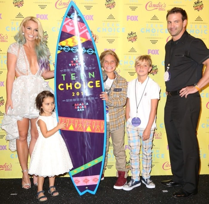 Britney Spears,Maddie Briann Aldridge, Sean Preston Federline, Jayden James Federline, and Bryan Spears in the press room at the 2015 Teen Choice Awards held at the Galen Center in Los Angeles on August 16, 2015