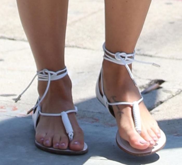 Cara Santana displays her pretty toes in white thong sandals