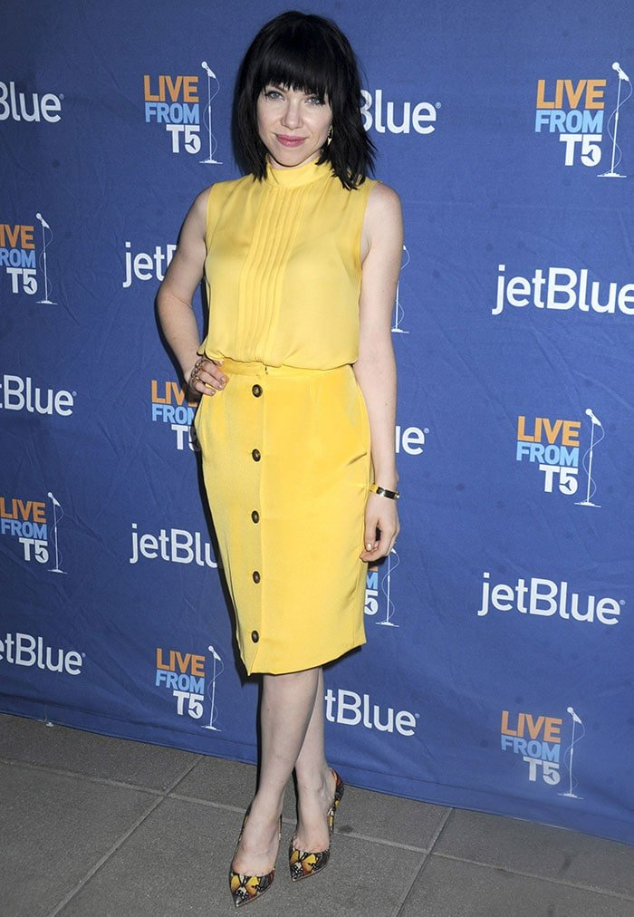 Carly-Rae-Jepsen-Yellow-Outfit-JetBlue-Live-From-T5
