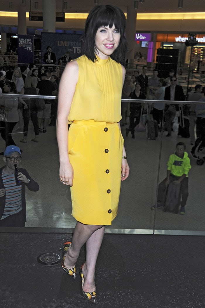 Carly-Rae-Jepsen-yellow-top-skirt-butterfly-pumps