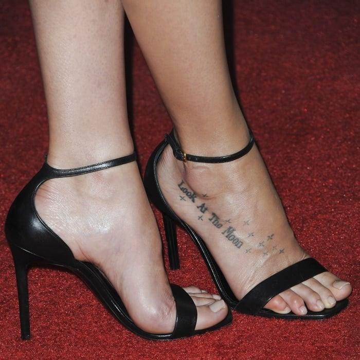 Dakota Johnson S Look At The Moon Foot Tattoo With Stars