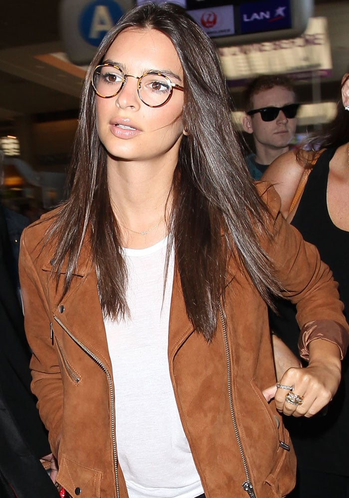 Emily Ratajkowski debuted her adorable newtortoiseshell specs after announcing on Instagram that she was officially in need of glasses