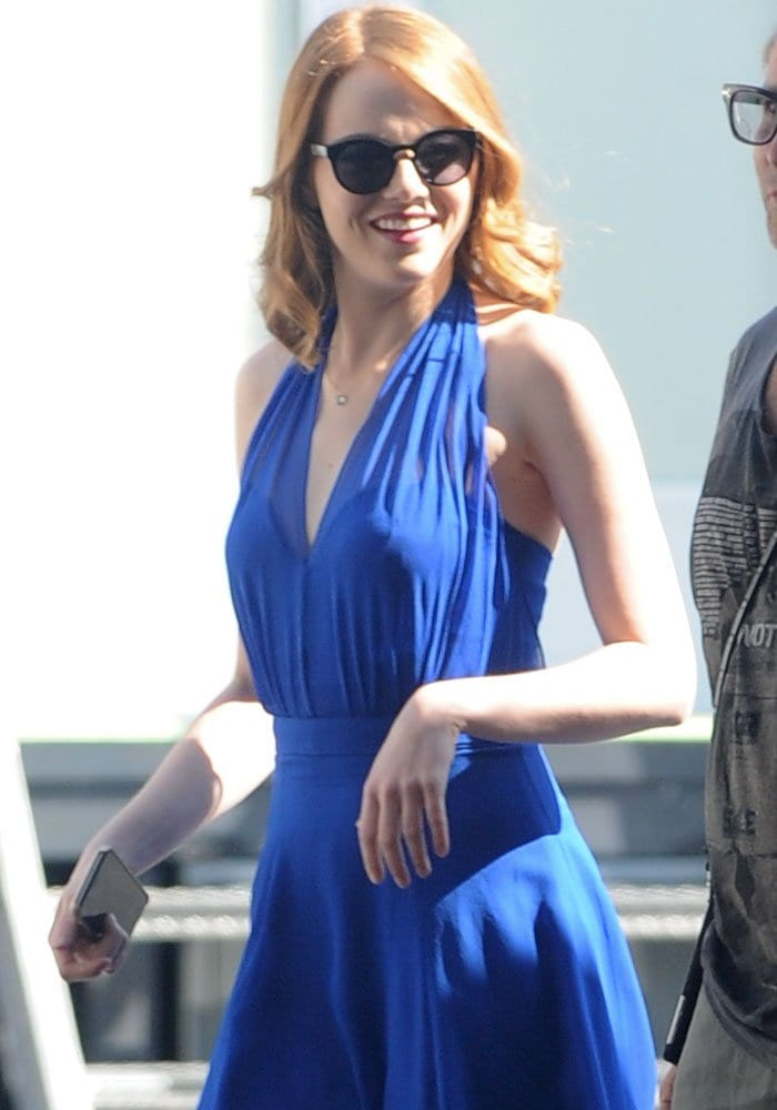 Emma Stone wore a plunging blue dress that blends in well with the film's 50's theme