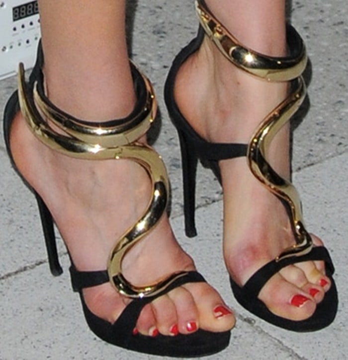 Taylor Schilling shows off her sexy toes in Giuseppe Zanotti shoes