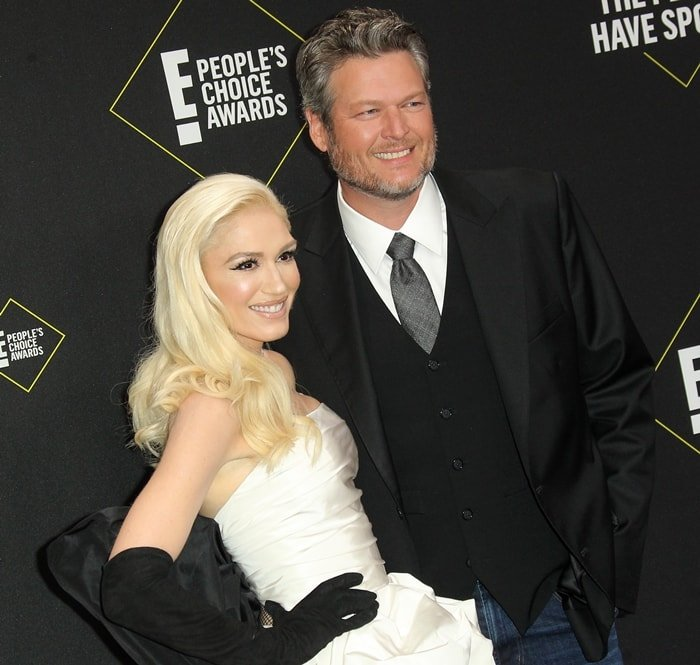 Gwen Stefani and Blake Shelton posed together on the red carpet as they arrived at the 2019 E! People's Choice Awards