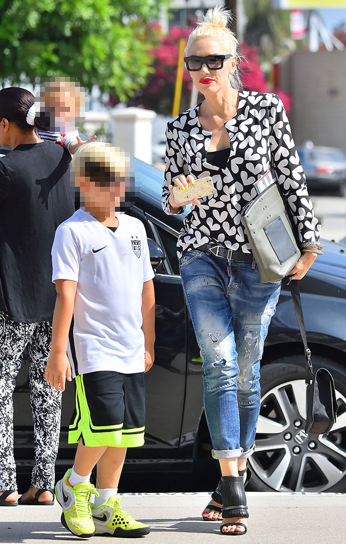 Gwen-Stefani-takes-sons-to-church-after-divorce
