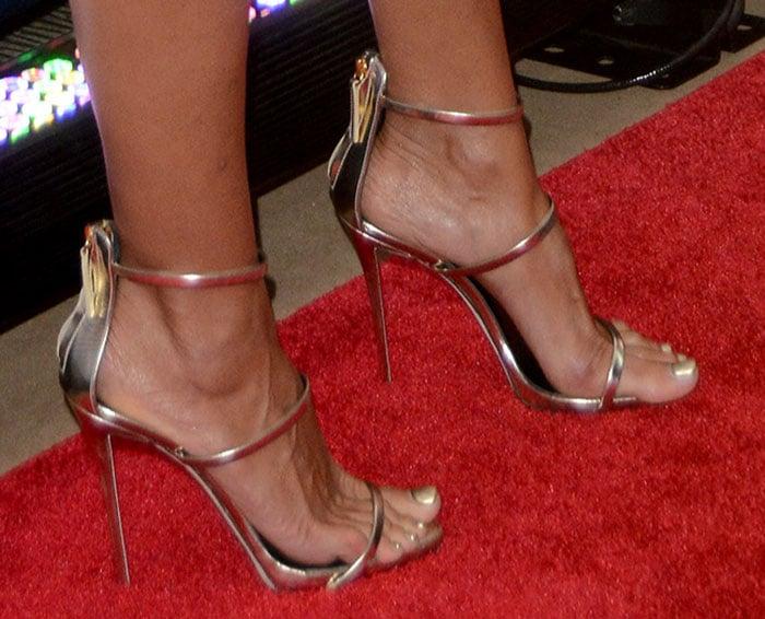 Heidi Klum's sexy feet in Giuseppe Zanotti sandals