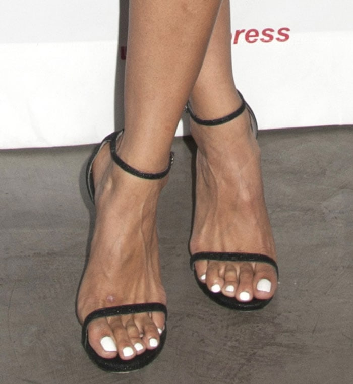 Jordin Sparks showed off her sexy feet in Stuart Weitzman sandals