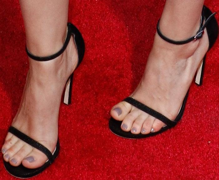 "Kate Mara's sexy feet in Stuart Weitzman ""Nudistsong"" heels"