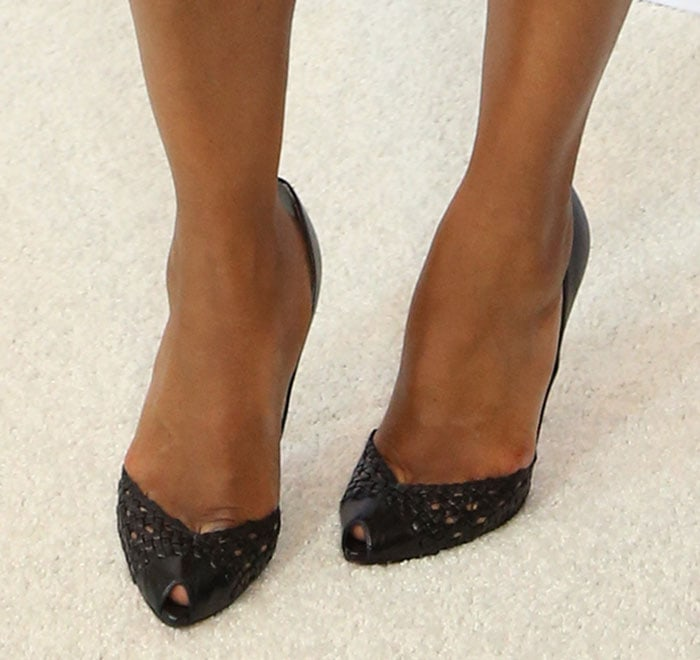 Kerry Washington's sexy feet in Christian Louboutin pumps