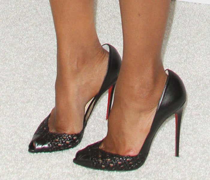 Kerry Washington displayed her pretty feet in Altressa shoes