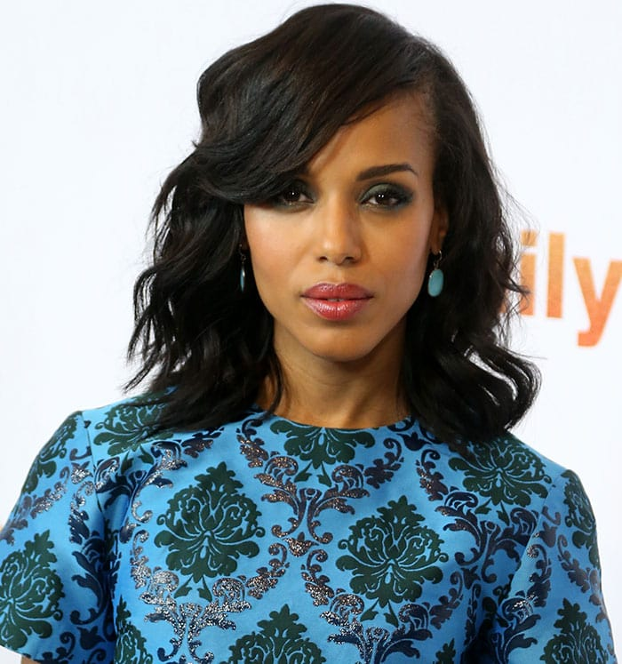 Kerry Washington's loose curls and aqua-colored teardrop earrings