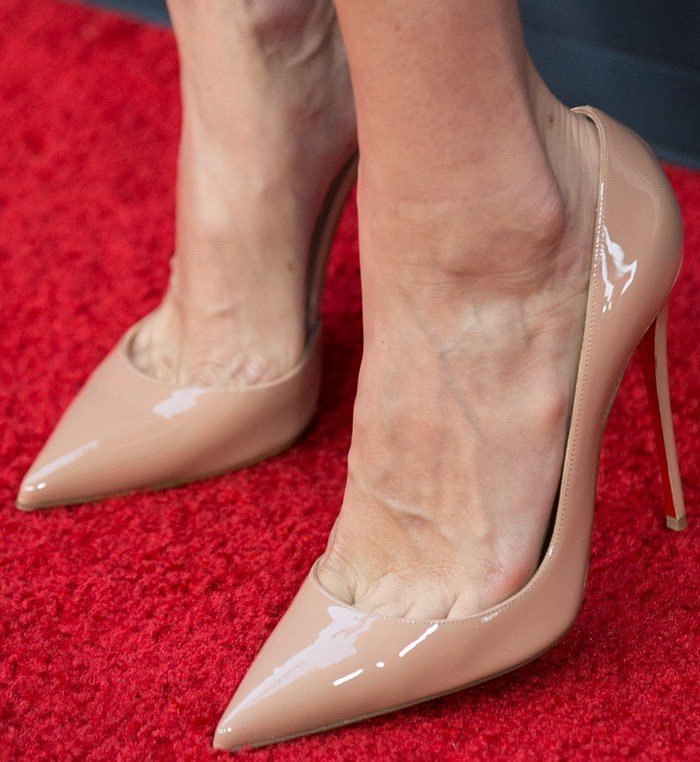 Lake Bell showed off her sexy feet in nude Louboutins