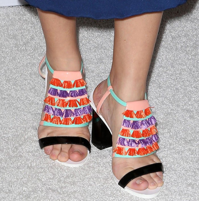 Liza Weil displayed her hot toes in fringe-embellished shoes