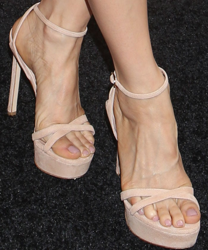 lucy lui feet
