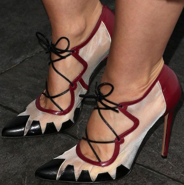 Mena Suvari shows off her feet in Bionda Castana pumps