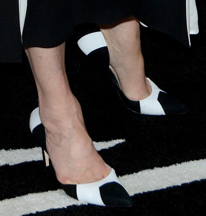 Meryl Streep displayed her pretty feet