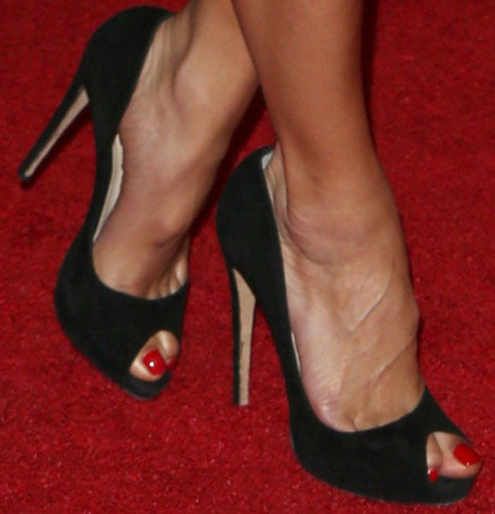 Nicole Scherzinger's sexy toes in black stiletto shoes