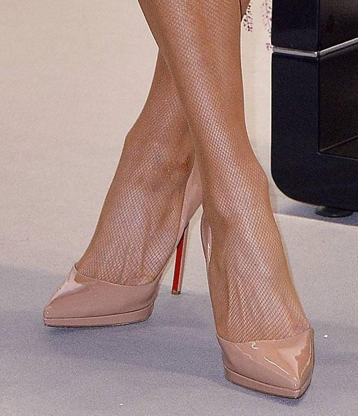 Paris Hilton's fishnet-wrapped legs
