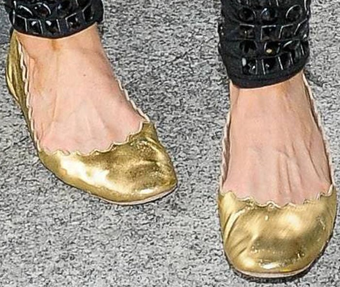Paris Hilton shows off her comfy travel style in a pair of gold Chloé flats