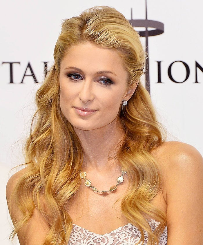 Paris Hilton's loosely curled long blonde hair