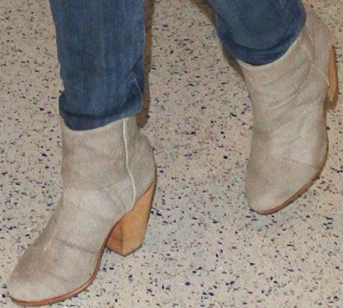 Reese Witherspoon keeps her airport look casual in a pair of Rag & Bone booties