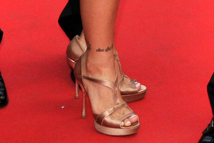 Ronda Rousey shows off her sexy feet in champagne-colored satin t-strap platform sandals with rectangular vamp cutouts