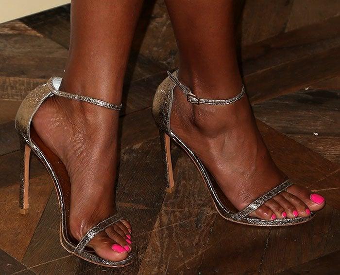 Taraji P. Henson shows off her sexy feet in Stuart Weitzman sandals