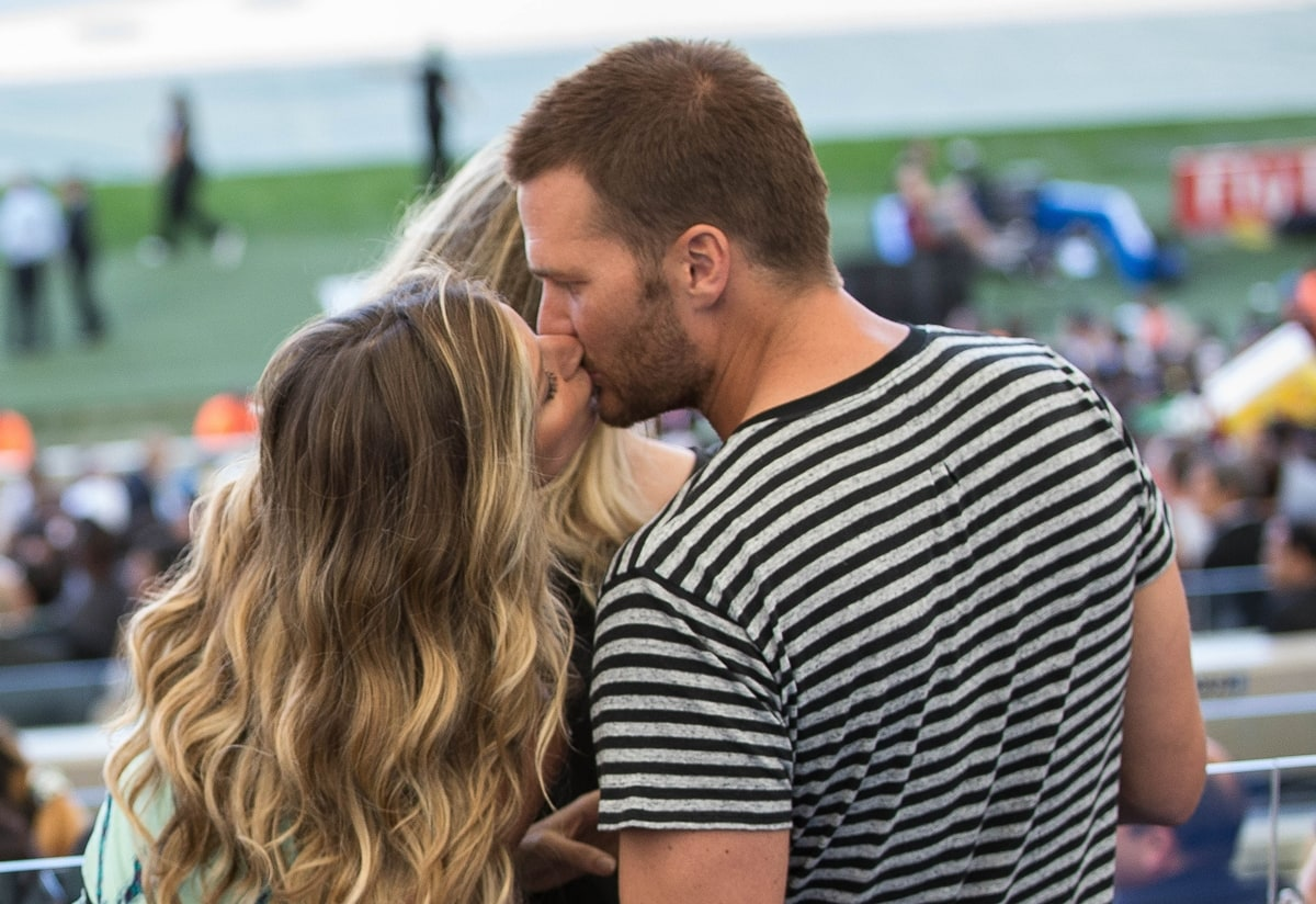 Gisele Bündchen and Tom Brady kissing during the 2014 FIFA World Cup final