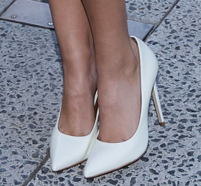 Victoria Justice's sexy feet in Steve Madden Proto pumps