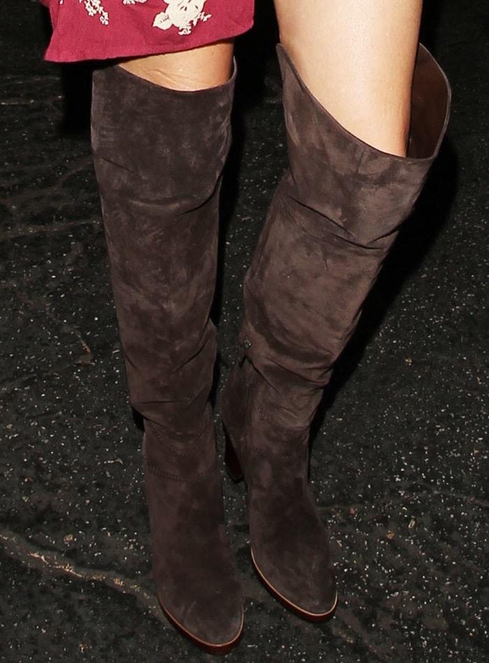 """LeAnn Rimes rocks Chloe """"Grace""""boots"""