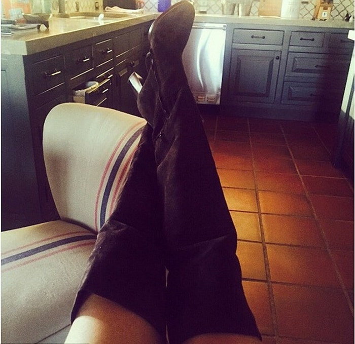 LeAnn Rimes showing off her new Chloe boots