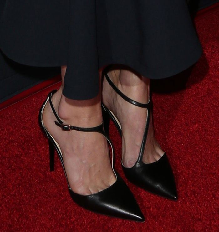 """Alice Eve wears a pair of """"Hitzy 85"""" pumps on the red carpet"""