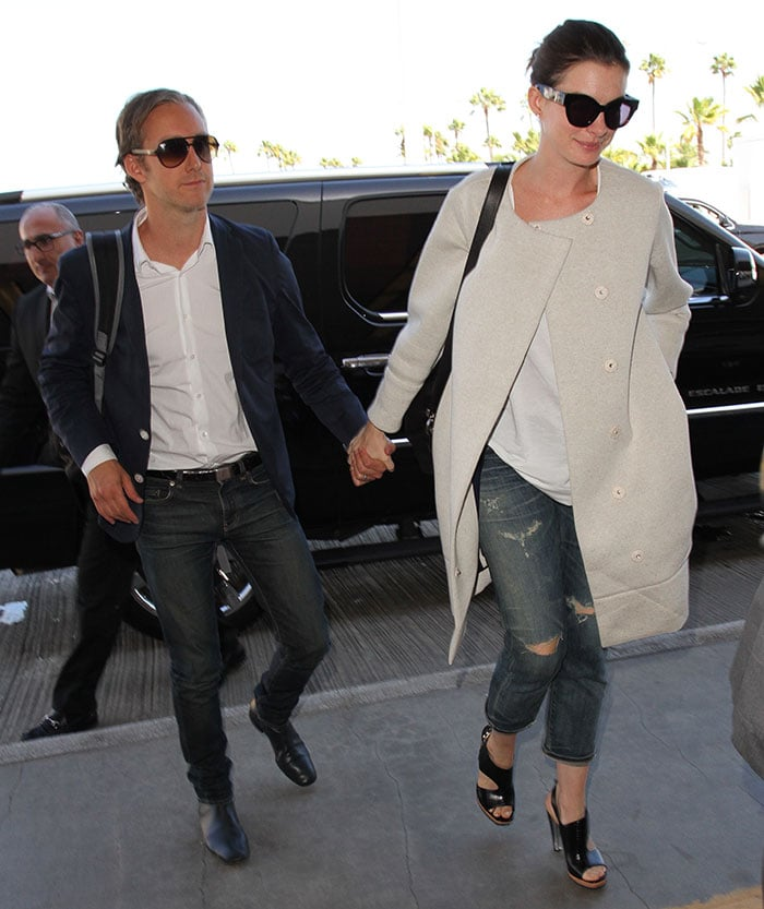 Anne Hathaway and Adam Shulman arrive at Los Angeles International Airport