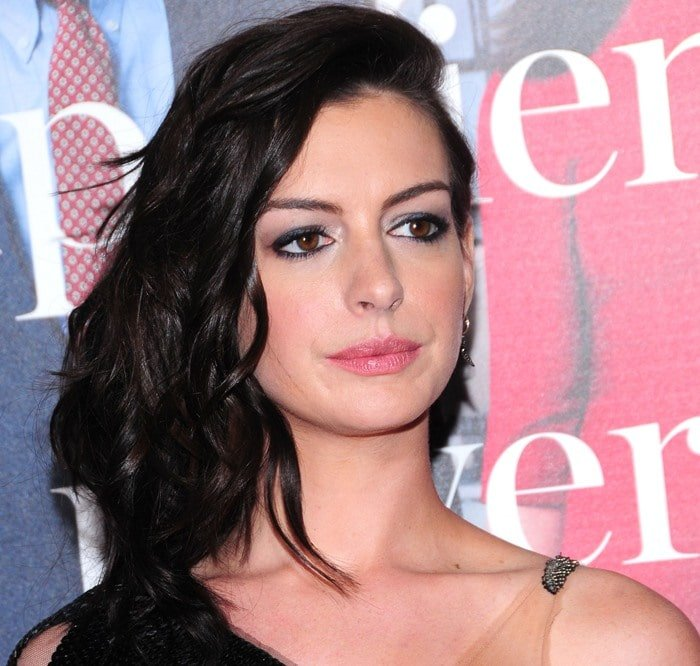 """Anne Hathaway purses her lips and shows off a fully-made-up face at the premiere of """"The Intern"""""""