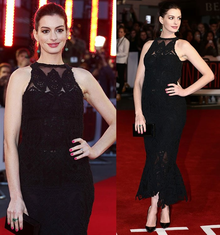 """Anne Hathaway poses on the red carpet of """"The Intern"""" premiere"""