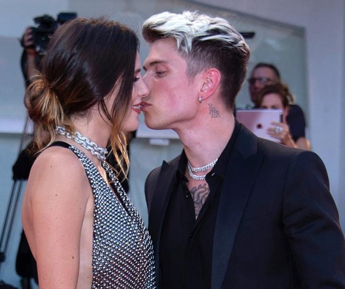 Bella Thorne gets a kiss from her boyfriend Benjamin Mascolo
