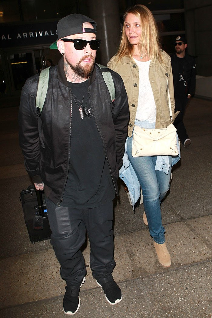 Benji Madden shielding Cameron Diaz by putting himself between her and the paparazzi